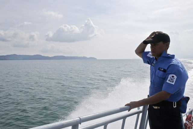 ON THE LOOKOUT. A member of the Malaysian navy patrols the area near Langkawi island, Malaysia, May 15, 2015. Fazry Ismail/EPA