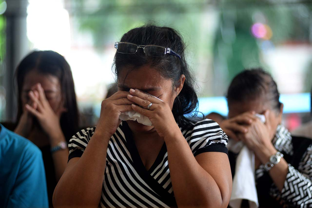 PRAYERS FOR JUSTICE. Families pray for justice at the Mass on October 31, 2017, for victims of drug war killings in Quezon City. Photo by Maria Tan/Rappler