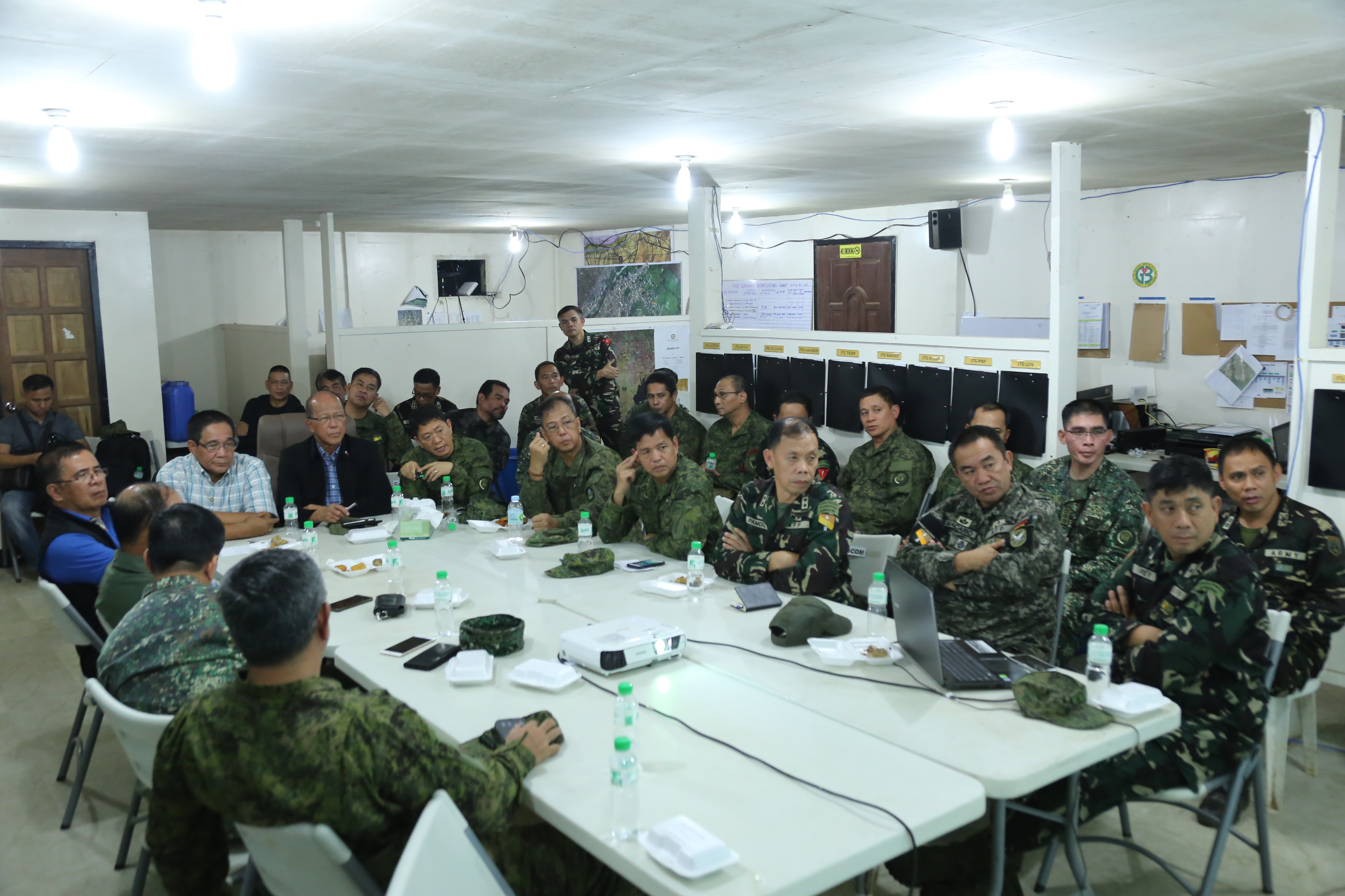 TOP OFFICIALS. National Security Adviser Hermogenes Esperon Jr and Defense Secretary Delfin Lorenzana get a briefing from ground commanders on the 46th day of the Marawi crisis. Photo from AFP