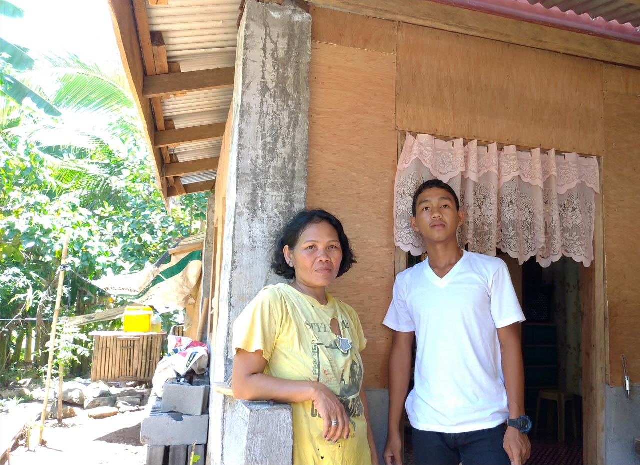 GRATEFUL. Melita Consulta and her son Jason now have a new home.u00a0Photo by Mavic Conde/Rappler