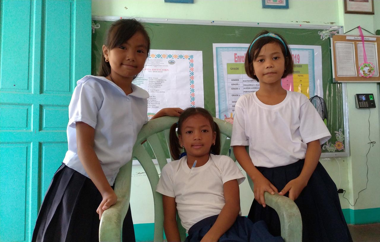 GRADESCHOOLERS. Angel, KC, and Juvy are from families whose homes were totally washed out.u00a0Photo by Mavic Conde/Rappler