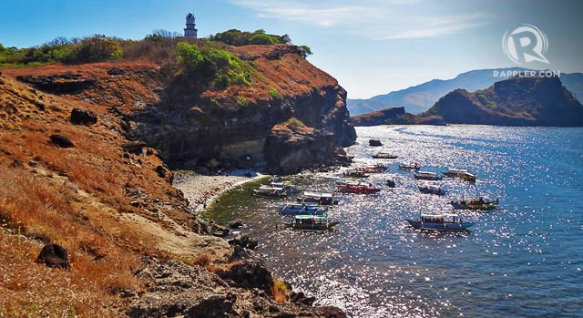 CAPONESu2019 BEACH AND LIGHTHOUSE. Capones is a picturesque island but it is tricky to get to when the waters are choppy. Ask your boatman when is the best time to visit here during your Nagsasa trip