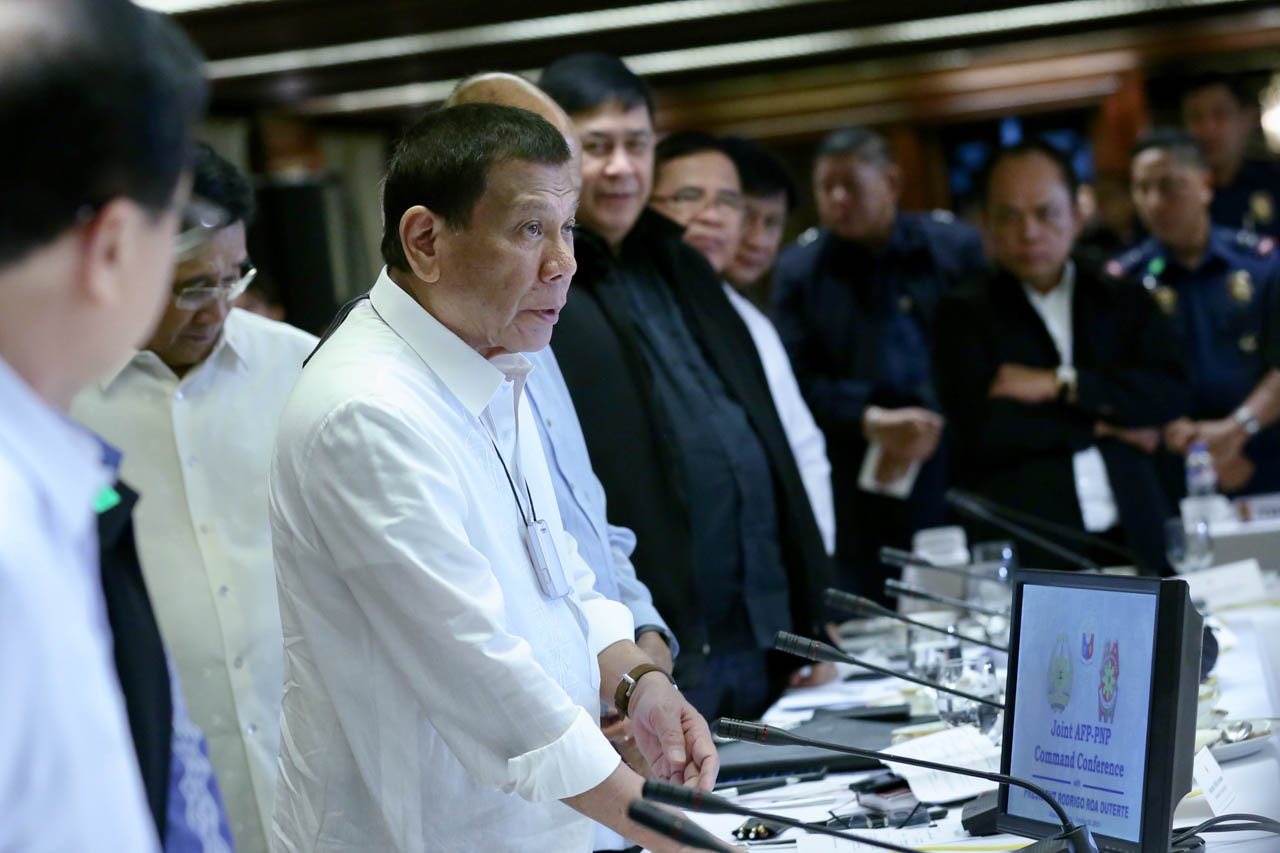 NO TO GERMS. The device around President Duterte's neck is described as an 'air purifier' to protect him from air-borne germs. Malacau00f1ang photo