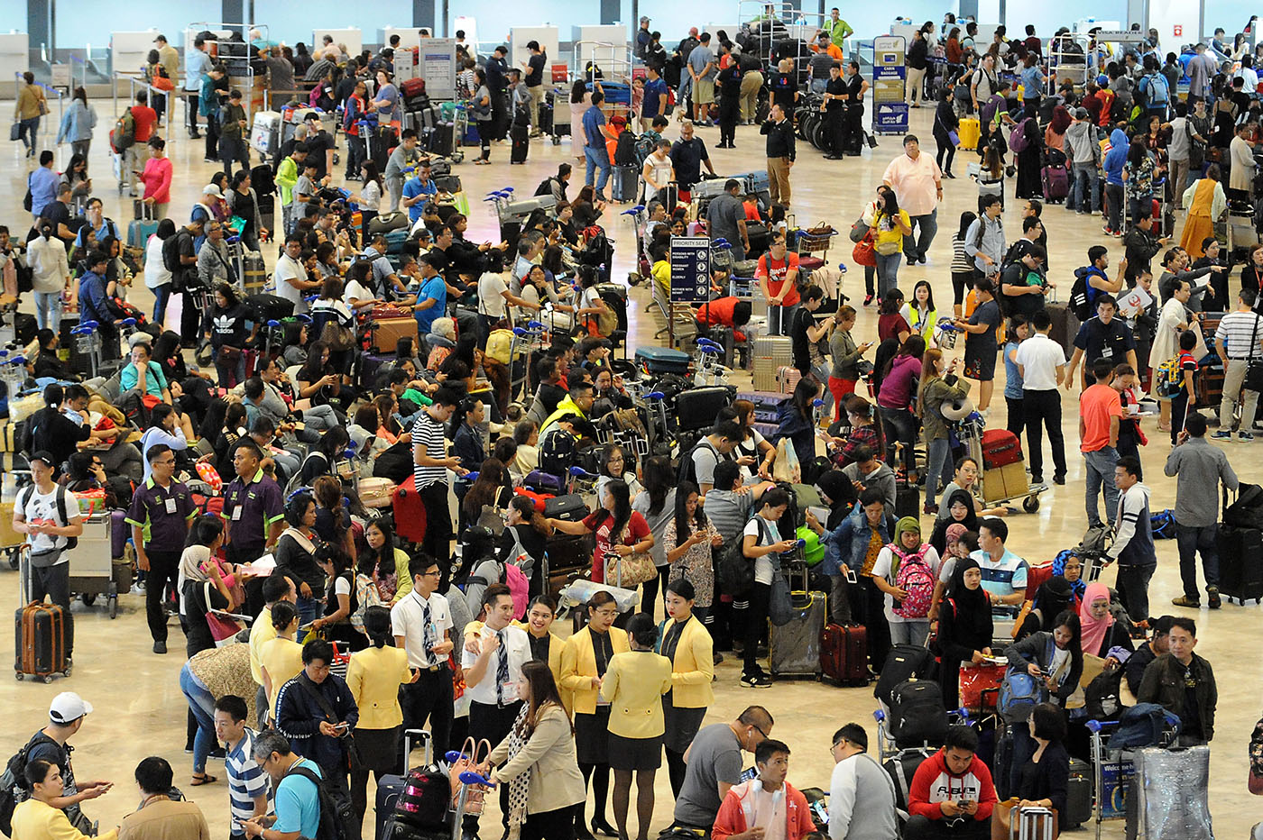 STRANDED. Passengers wait at the Ninoy Aquino International Airport Terminal 1 on August 17, 2018. Photo by Ben Nabong/Rappler