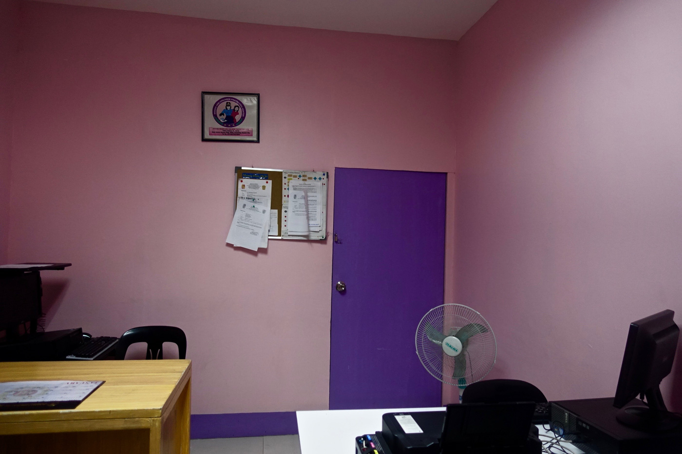 PLAIN PINK. The Kamias police station's women and children protection desk. Photo by Rambo Talabong/Rappler