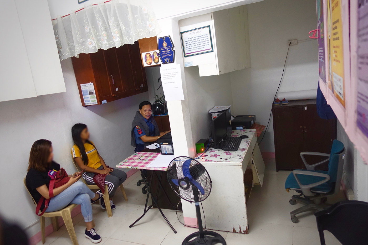 BUSY DESK. The women and children's protection desk at the Quezon City Novaliches police station. Photo by Rambo Talabong/Rappler