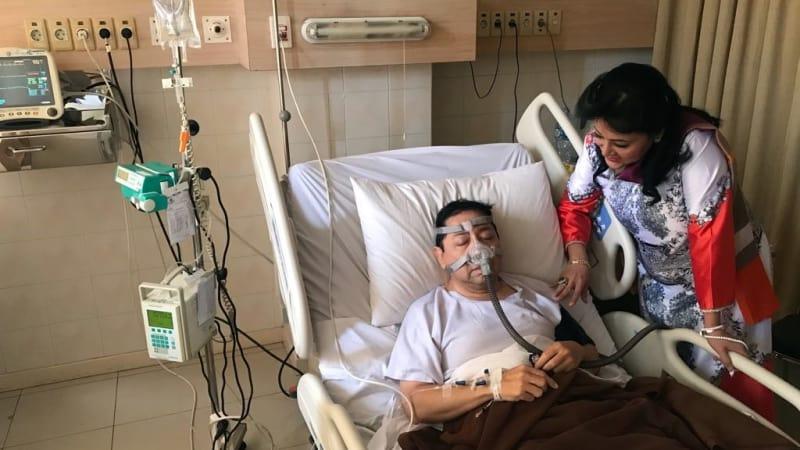 Foto Setya Novanto terbaring di rumah sakit saat dijenguk politisi Golkar, Endang Srikarti Handayani, menjadi viral di media sosial. Foto Istimewa