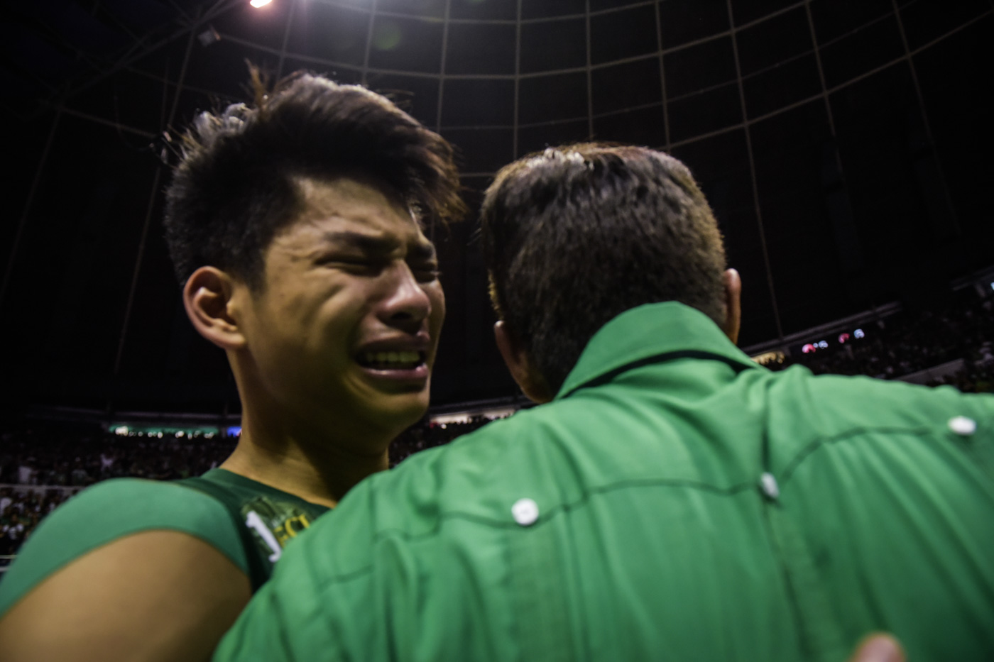 TEARS. Ricci Rivero sheds his tears as he receives a hug from his coach. Photo by Alecs Ongcal/Rappler
