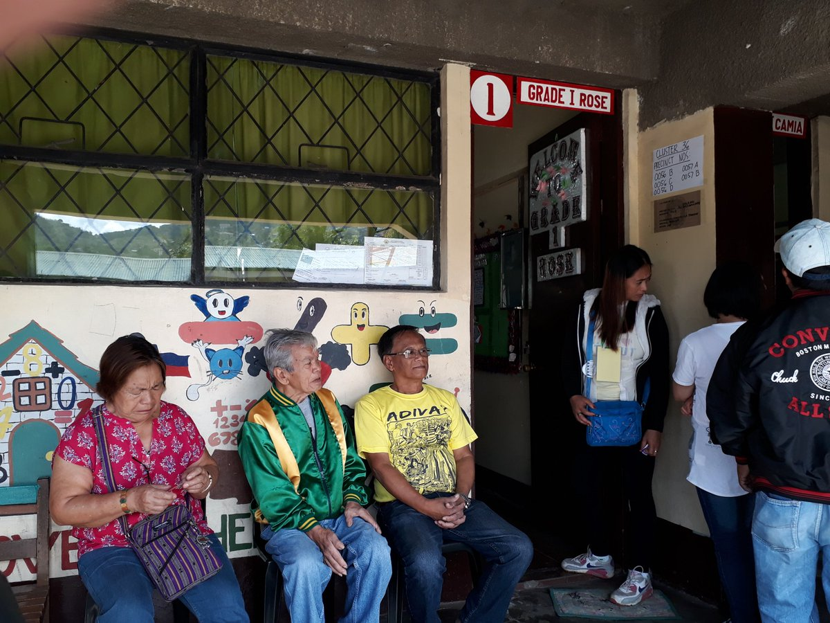 BENGUET. Senior citizens cast their votes at the Benguet State University - Elementary Laboratory School in Baguio City. Photo by Janric Bayao/Rappler