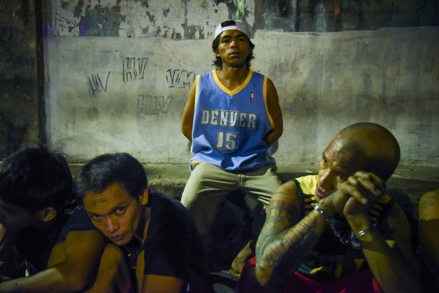 PUSHER? Pepito Roque Jr (center, in blue) is number 8 in the drug watch list of local police.