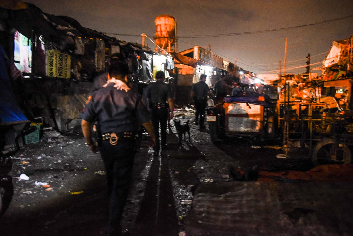 HAPPYLAND. Police swoop down on the temporary housing resettlement just after sundown. All photos by Alecs Ongcal/Rappler