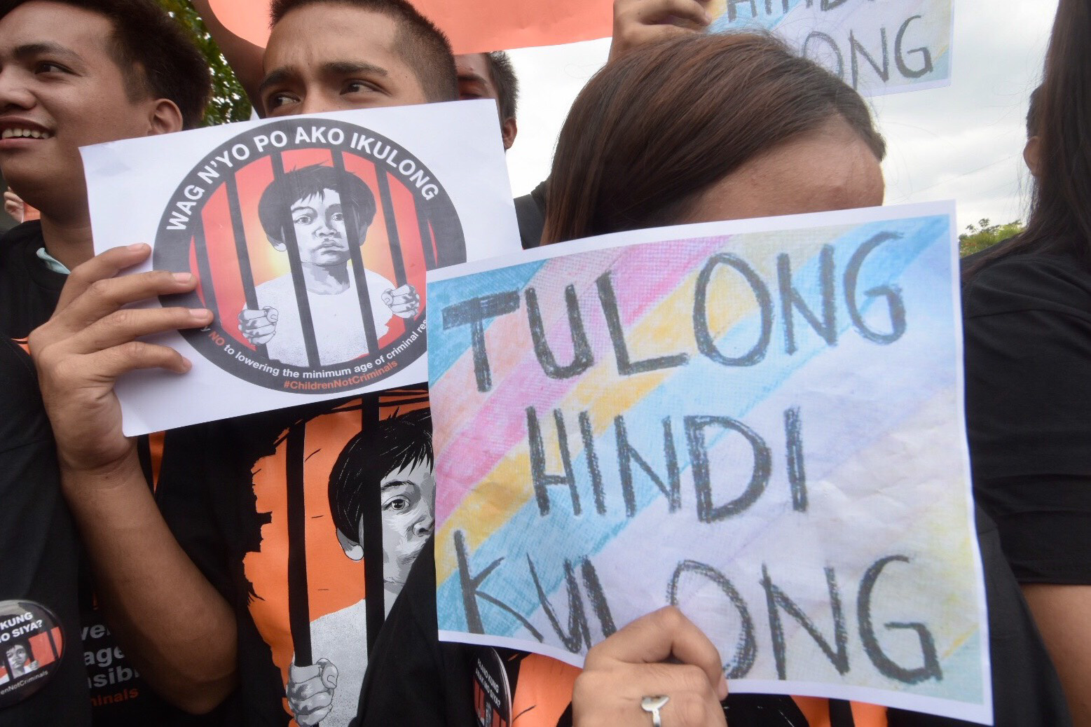 CHILDREN NOT CRIMINALS. Pro-child advocates and other anti-MACR groups stage a protest at the main gate of the Senate on Friday, January 25, 2019. Photo by Angie de Silva/Rappler