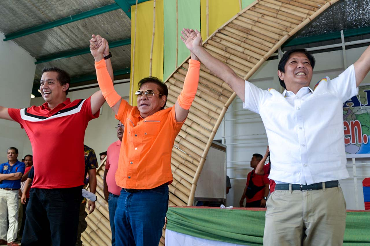 WOOING ILOCANOS. Cousins Ferdinand 'Bongbong' Marcos Jr and Martin Romualdez tour with Ilocos Sur Governor Chavit Singson in Vigan and Abra. Photo by Jasmin Dulay/Rappler