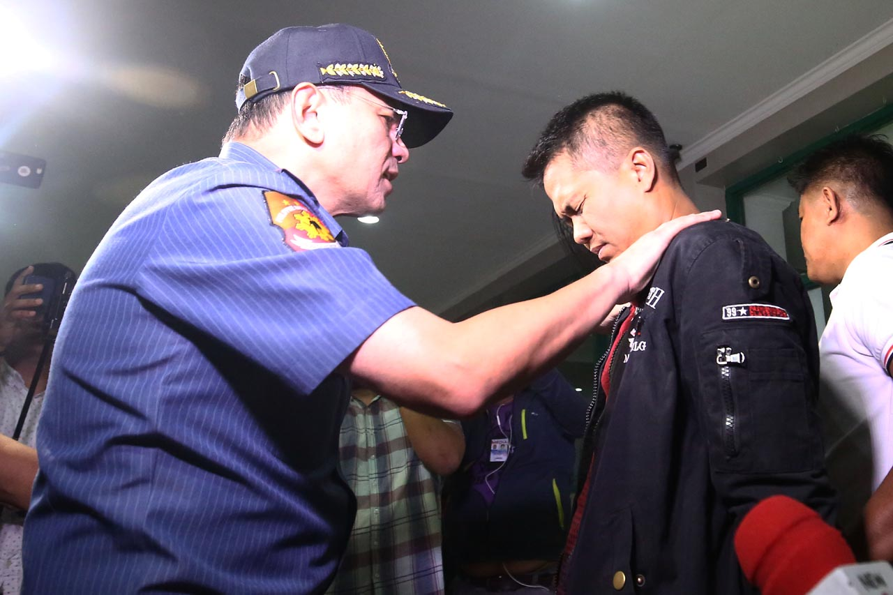 NCRPO chief Guillermo Eleazar scolds PO2 Marlo Quibete following his arrest for a robbery extortion case at the Marikina City Police Station on Wednesday, March 6. Quibete is a member of the Eastern Police District Drug Enforcement Unit who allegedly asked money from the family of a drug suspect they arrested in a buy bust operation in exchange for his freedom. Aside from the money, Quibete and his cohorts kept the motorcycle and necklace of the suspect. Eleazar recommended that Quibete and his team be dismissed from the unit. Photo by Ben Nabong