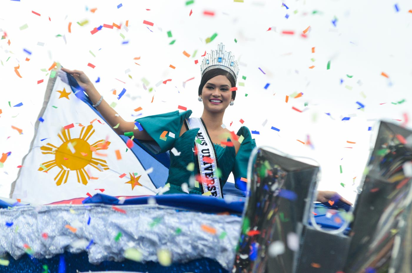 VICTORY. File photo shows Miss Universe 2015 Pia Wurtzbach during her parade in 2016. Photo by Alecs Ongcal/Rappler