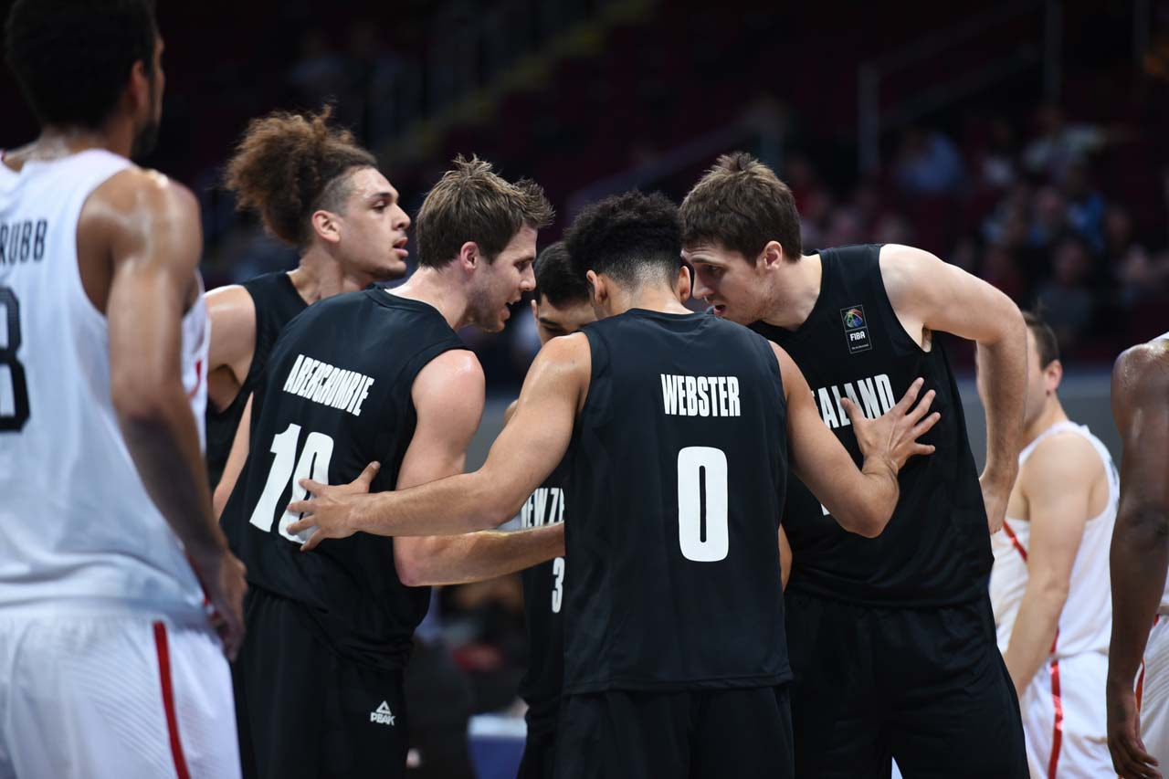 TEAM. New Zealand huddles in the first half. Photo by Martin San Diego/Rappler