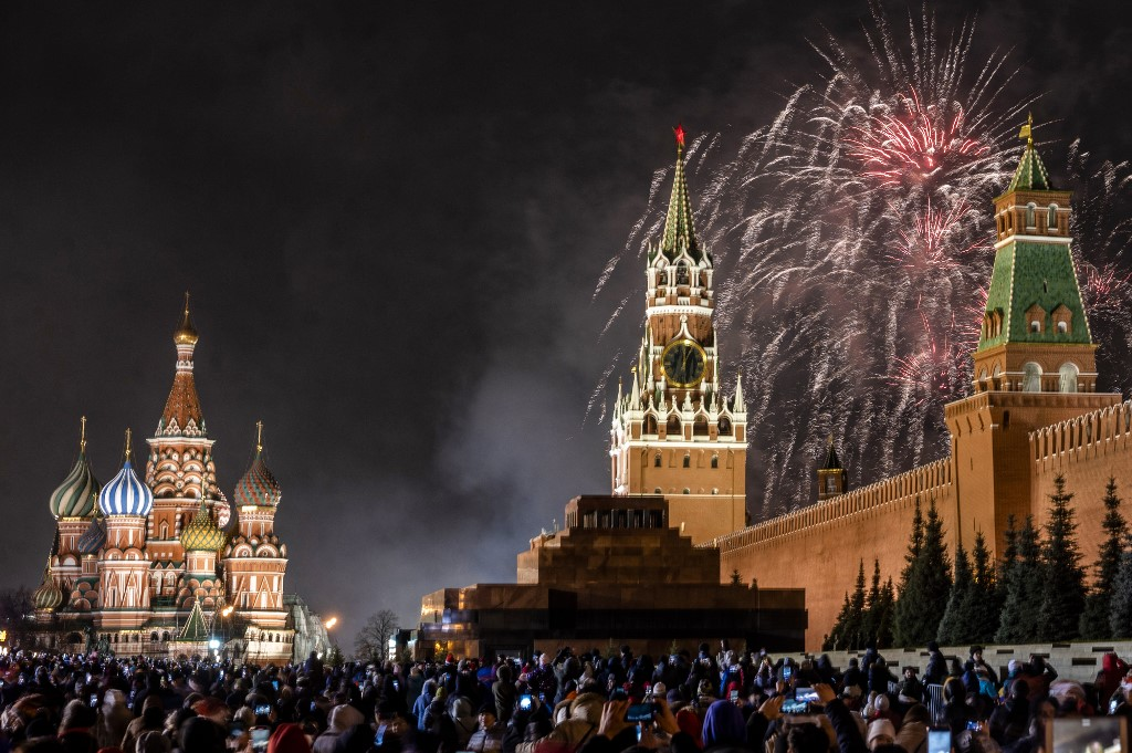 KREMLIN. Fireworks explode over the Kremlin in Moscow during New Year celebrations, on January 1, 2020. Photo by Dimitar Dilkoff/AFP
