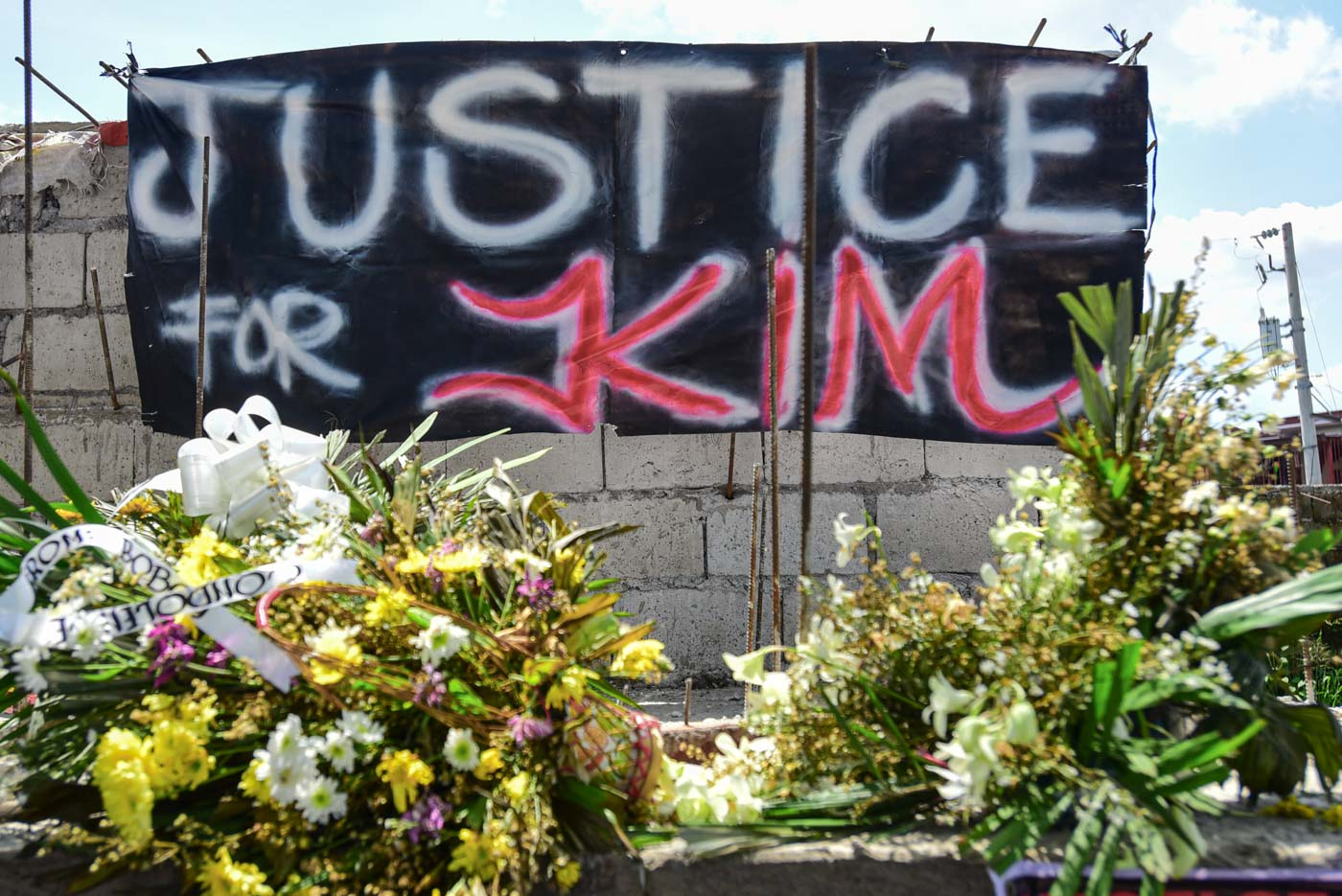 JUSTICE DEMANDED. A black cloth with the call of Kim Lester Ramos' friends and family hangs over his grave at the Cainta Public Cemetery. Photo by Maria Tan/Rappler