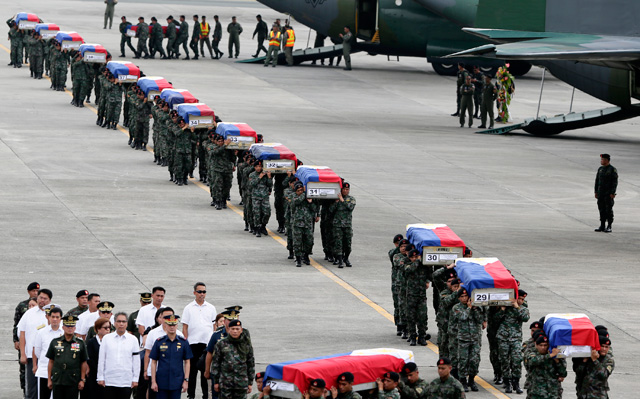 A COUNTRY IN MOURNING: DILG Secretary Mar Roxas leads the welcoming of SAF members who were killed in a clash with Muslim rebels at the Villamor Airbas. Photo by Dennis Sabangan/EPA