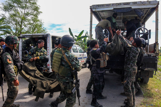 SAF 44: Members of elite Police Special Action Force carry bodies of their comrade who was killed in an encounter in the town of Mamasapano, Maguindanao province. EPA/ALTHEA BALLENTES