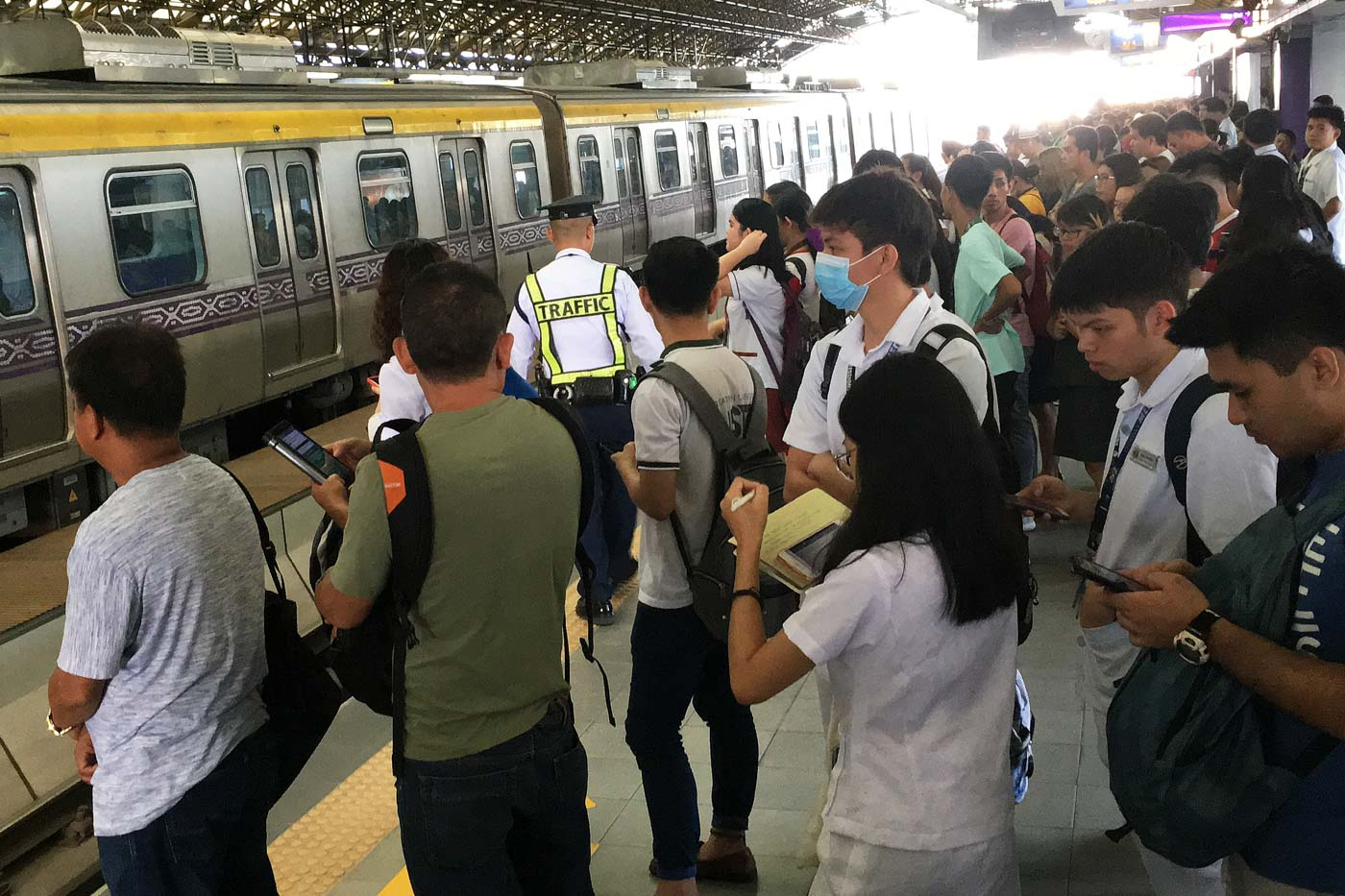 DOUBLE THE TIME. Commuters coming from Marikina says the amount of people waiting for PUV rides have doubled, and so did their waiting time as well. Photo by Ben Nabong/Rappler