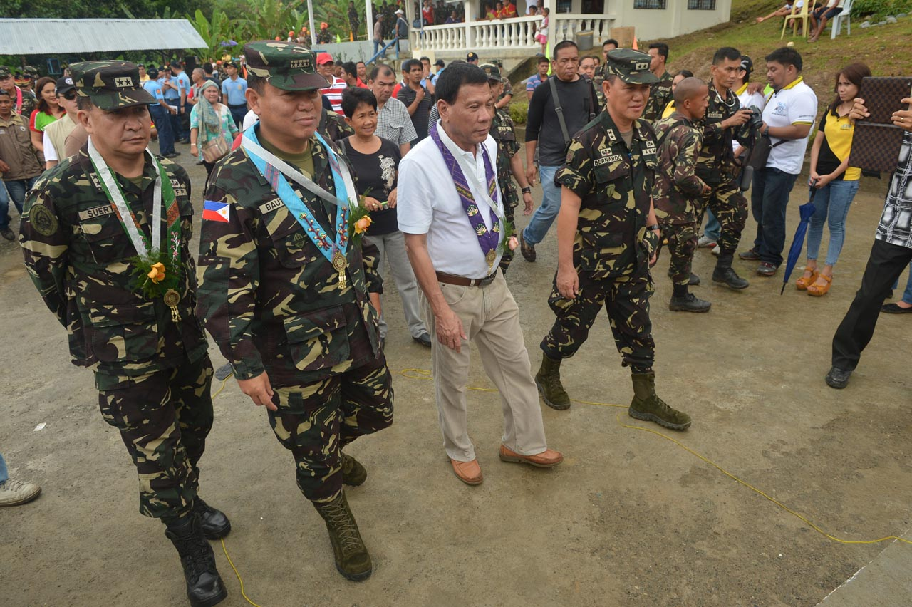 MAYOR DAYS. As Davao City mayor, Rodrigo Duterte cultivated his ties with soldiers and policemen assigned to his city. File photo from Davao City Government