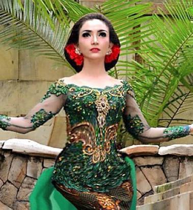 Roro Fitria mulai dikenal saat menjadi penari jaipong di acara 'Sedap Malam'. Foto dari Instagram/@roro.fitria1989