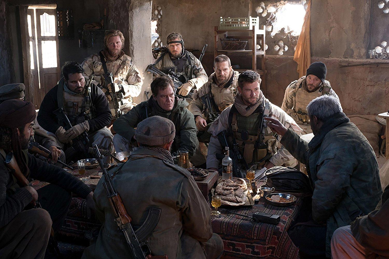 Jenderal Dostum (Navid Negahban) berbicara para pasukan khusus. Foto dari Warner Bros Pictures