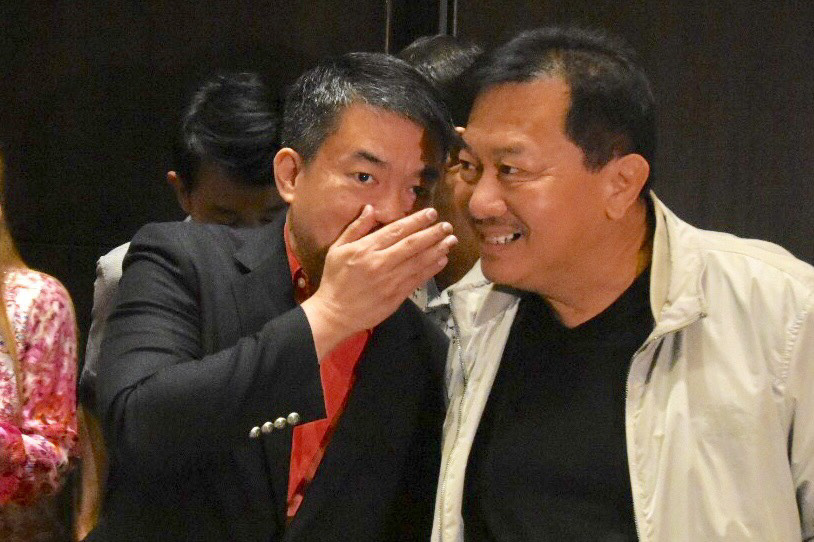 PARTY LEADERS. Senator Aquilino Pimentel III and former House speaker Pantaleon Alvarez at the PDP-Laban assembly last August 2. Photo by Angie de Silva/Rappler