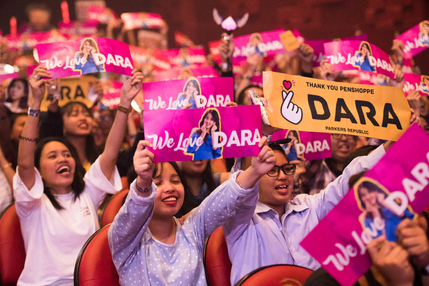FAN LOVE. Sandara's fans turn up in droves to see their idol live.