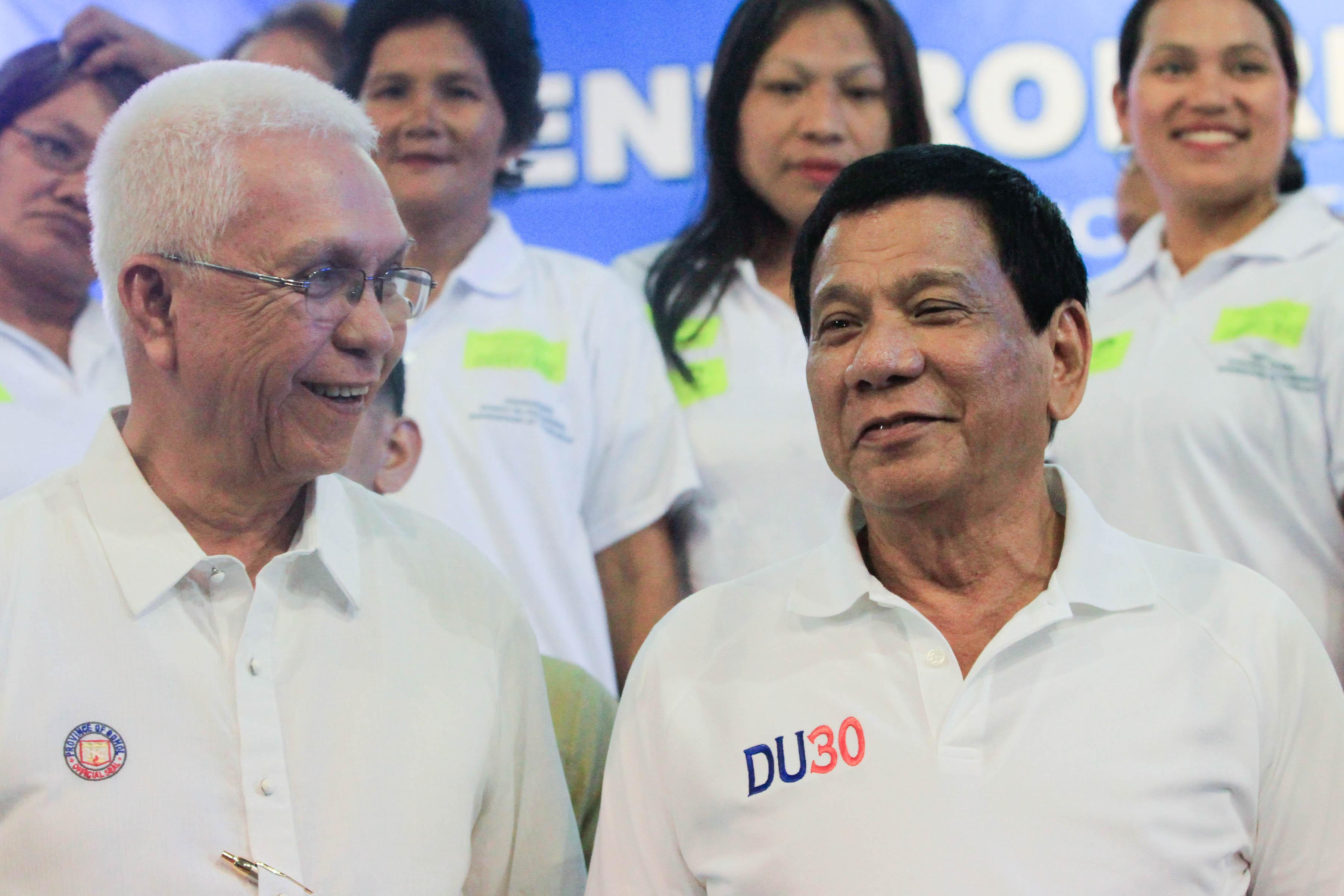 TWO BIRTHDAYS, TWO FRIENDS. Cabinet Secretary Jun Evasco and President Rodrigo Duterte sit together at a housing summit in February 2016. Malacau00f1ang photo