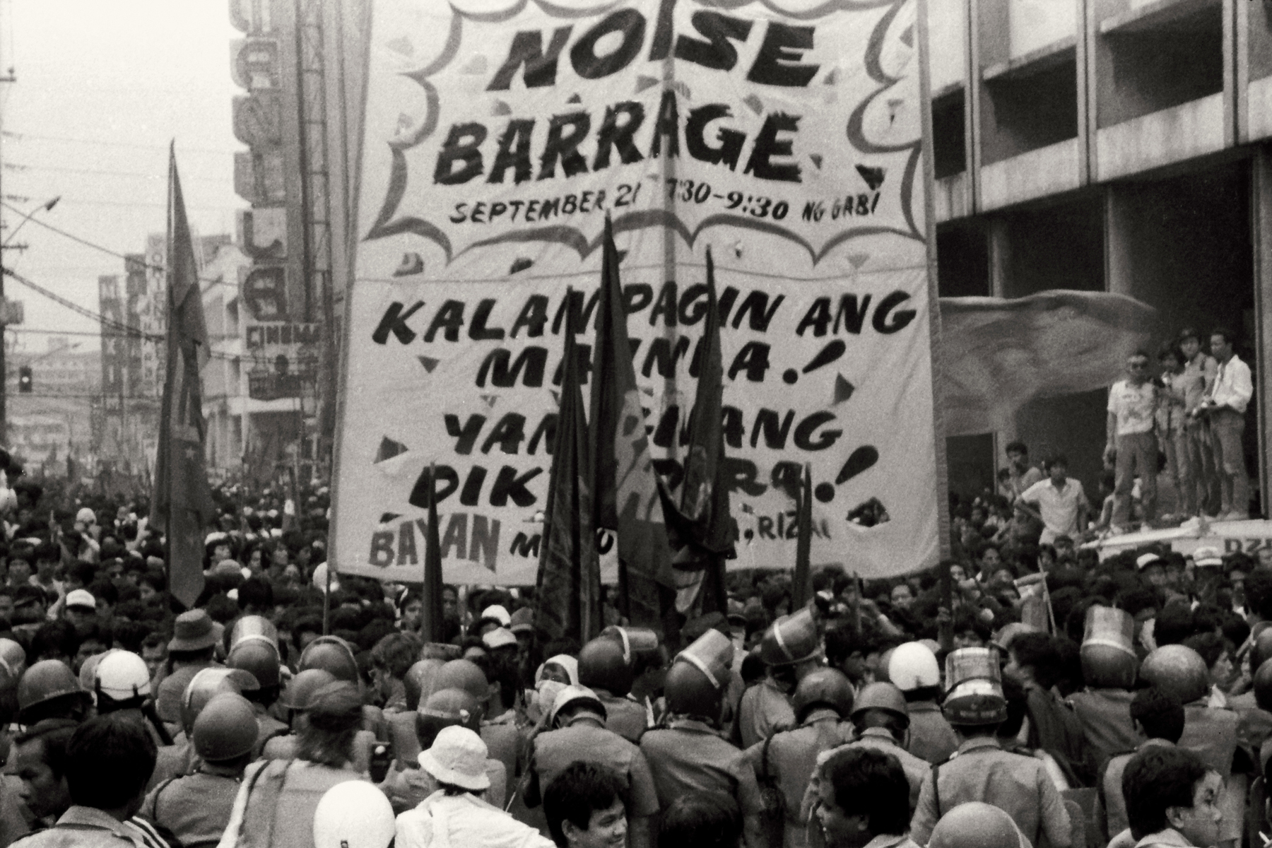 MENDIOLA RALLY. Before EDSA, protesters held marches and rallies in Mendiola, Manila, near the Malacau00f1an Palace.