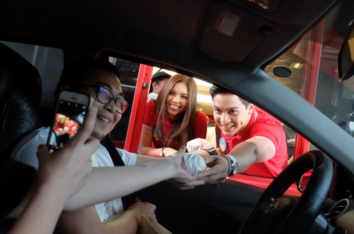 ALDUB. Alden and Maine surprising drive-thru customers in BlueBay Walk