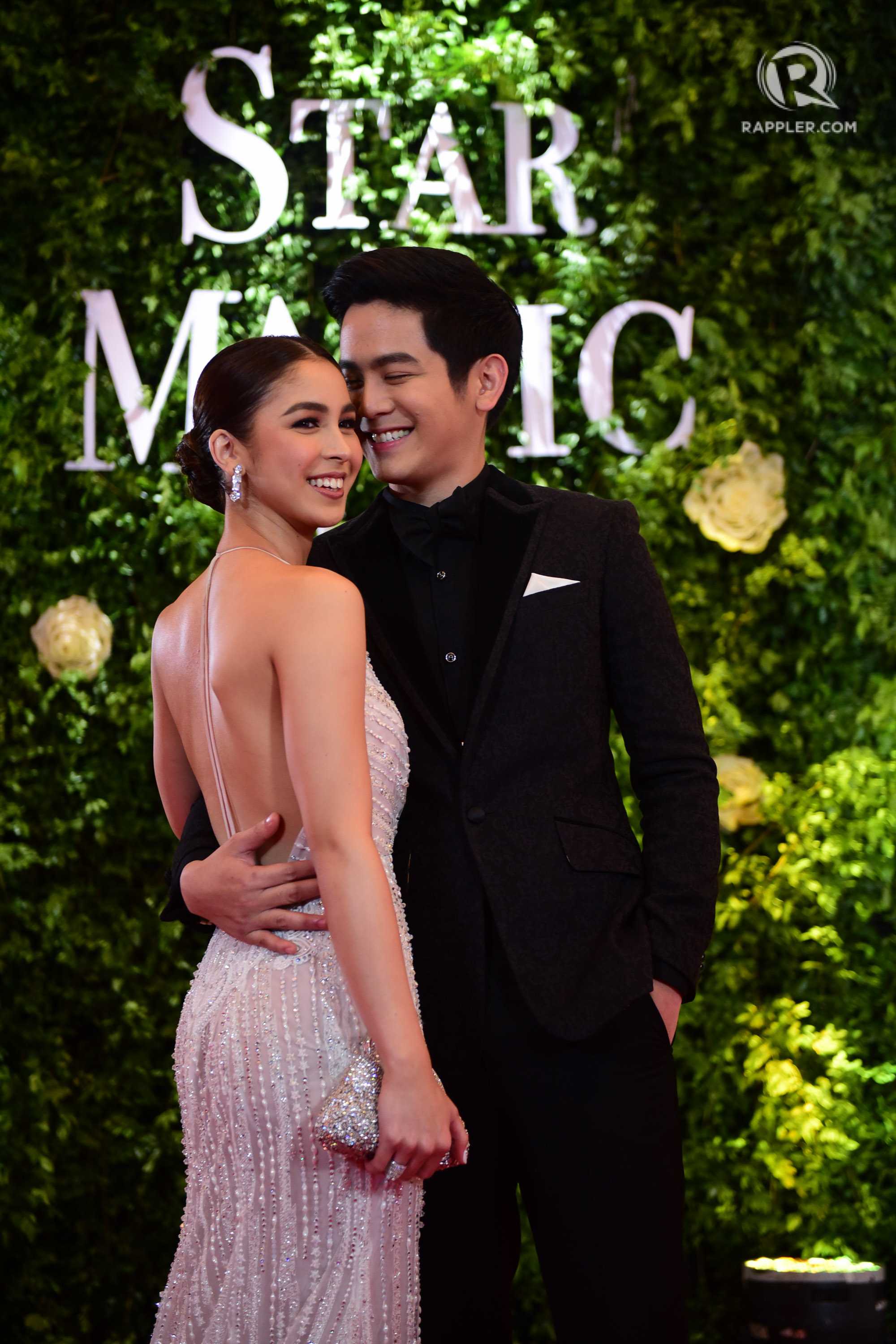 SWEET MOMENT. Julia in Mark Bumgarner with Joshua by her side. File photo by Alecs Ongcal/Rappler