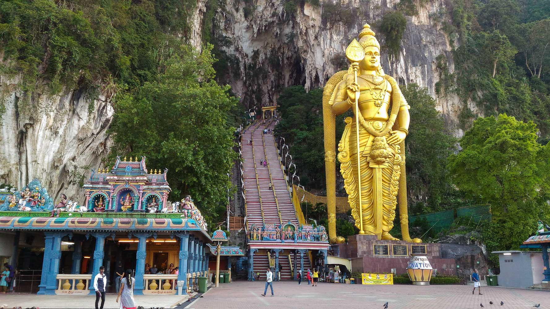 A large Murugan statue will greet you at the entrance of Batu caves