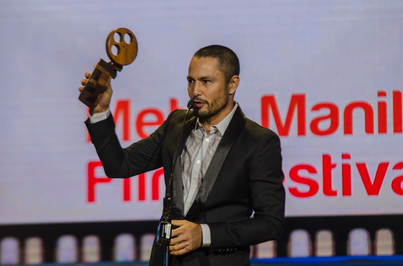 SECOND MMFF. Derek Ramsay considers his second Best Actor award in the MMFF a sweet one since his son was there to witness his award