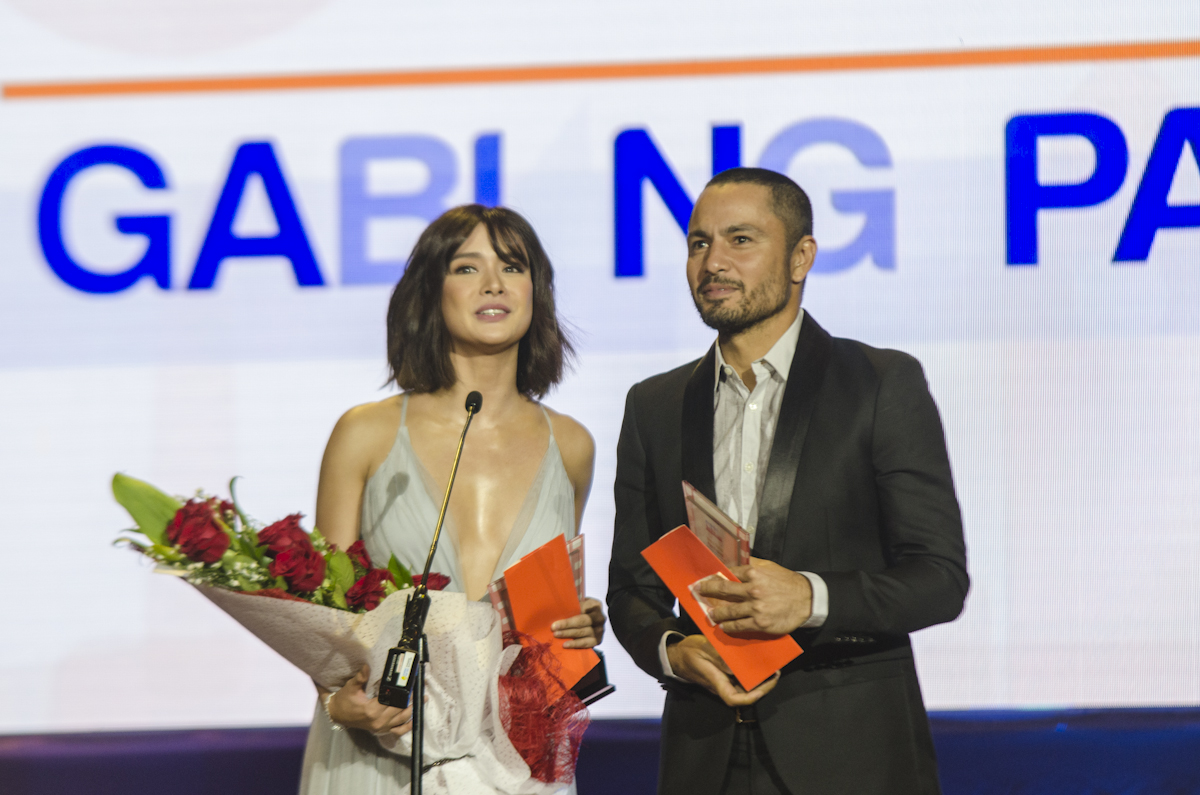 STARS OF THE NIGHT. Erich Gonzales and Derek Ramsay accept their special 'Star of the Night' awards