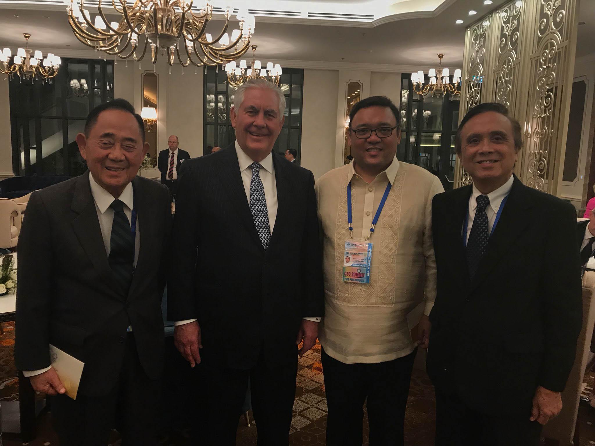 SECRETARY OF STATE. Presidential Spokesperson Harry Roque, Socioeconomic Planning Secretary Ernesto Pernia, and Special Envoy Jose de Venecia pose with US Secretary of State Rex Tillerson.