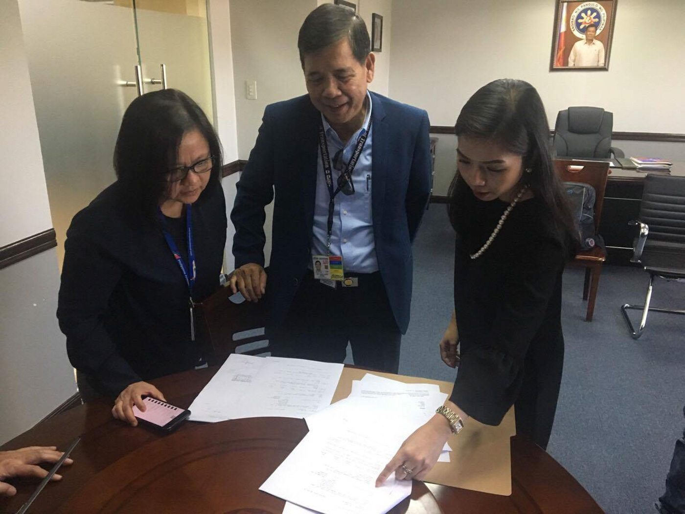 PAID. PAL pays for its unpaid navigation charges on November 3, 2017 at the CAAP office in Pasay City. DOTr photo