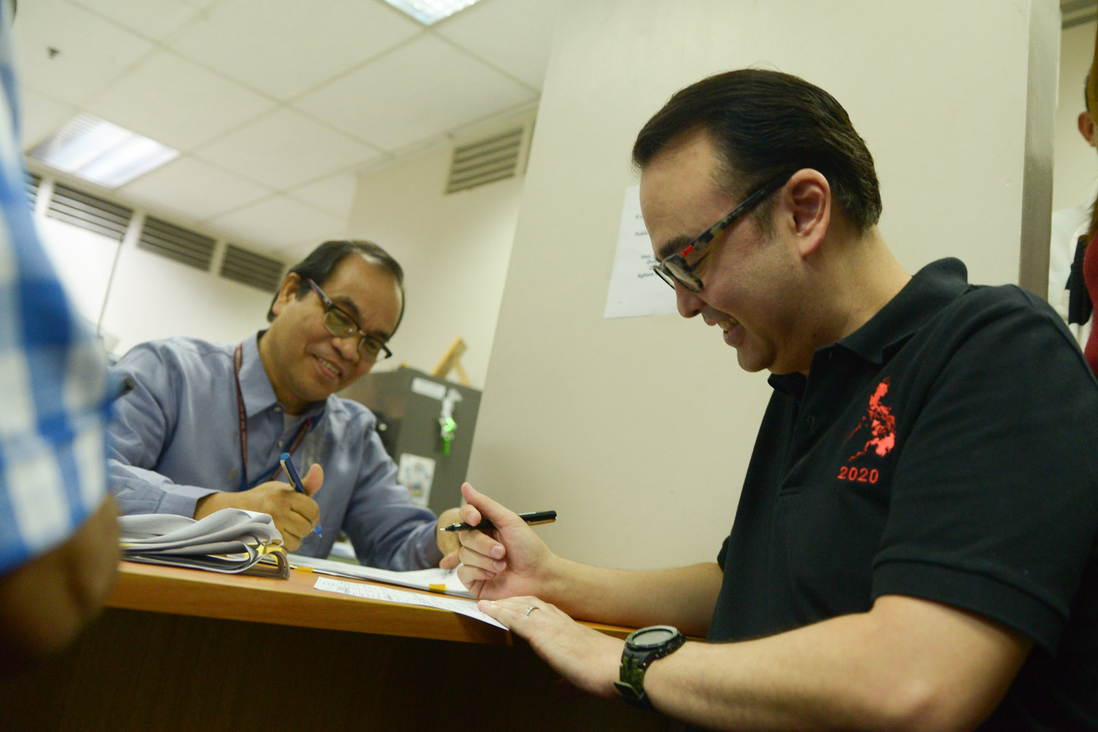 FOR OFWs. Senator Alan Peter Cayetano files a joint administrative complaint against airport and transportation officials at the office of the Ombudsman in Quezon City on Tuesday, November 3, 2015. Photo by Jansen Romero/Rappler