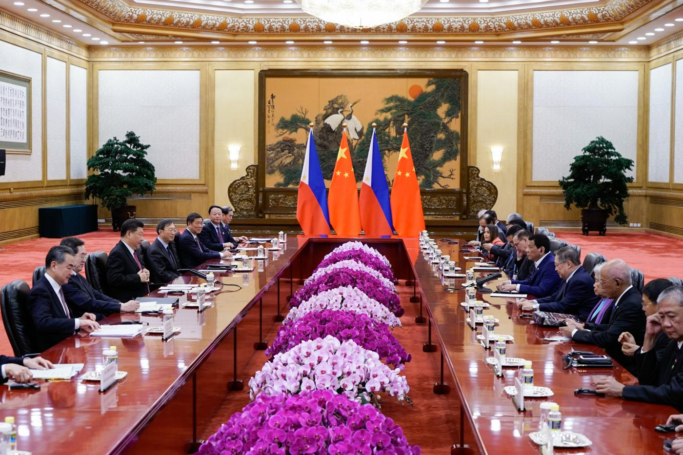 BILATERAL MEETING. Philippine President Rodrigo Duterte and Chinese President Xi Jinping reaffirm their friendship in their bilateral meeting on April 25, 2019. Malacau00f1ang photo