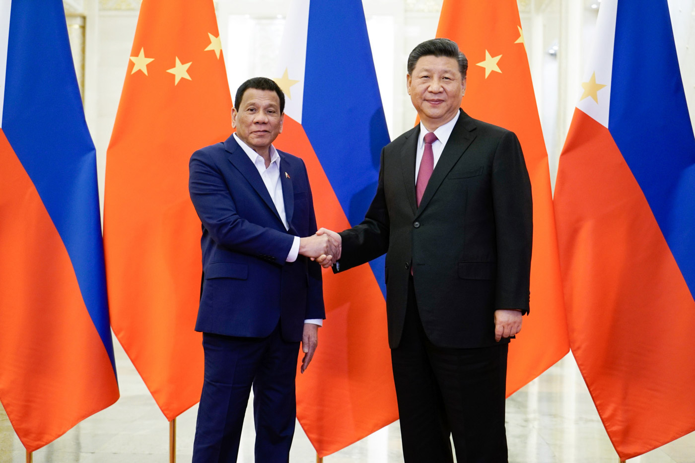 STRONG TIES. Philippine President Rodrigo Duterte and Chinese President Xi Jinping pose for a photo op before their bilateral meeting at the Great Hall of the People in Beijing on April 25, 2019. Malacau00f1ang photo