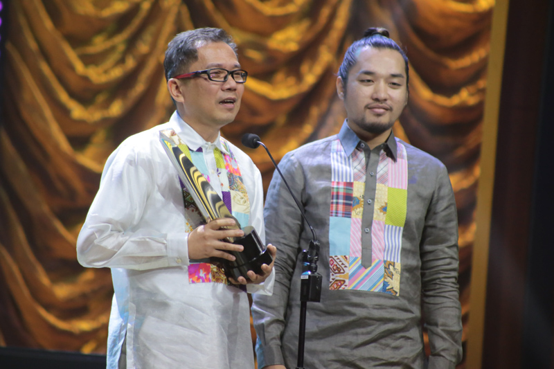 Accepting one of the awards for 'Ari: My Life with a King.' Photo by Paolo Abad/Rappler