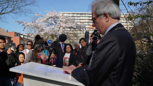 Wali kota Den Haag, Joziaas Van Aartsen, memberikan sambutan saat peresmian Munirpad