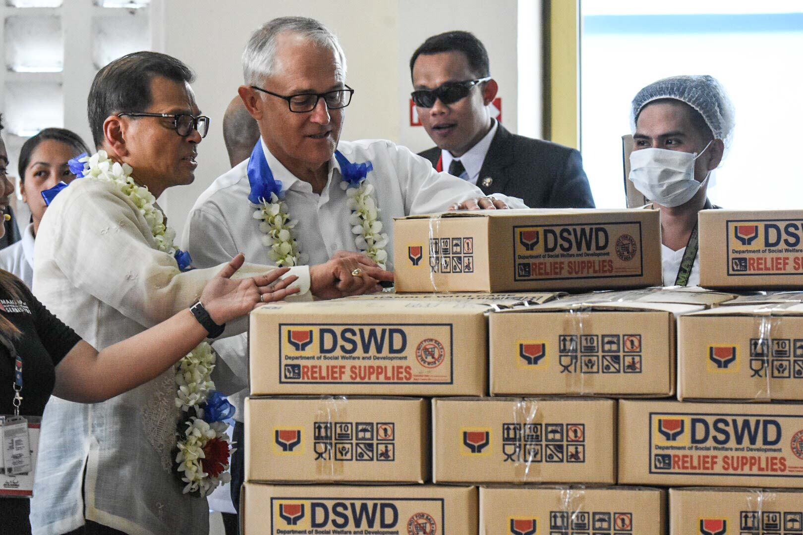 DSWD VISIT. Australian Prime Minister Malcolm Turnbull visits the Department of Social Welfare and Development National Resource Operations Center on November 13, 2017. Photo by Angie de Silva/Rappler
