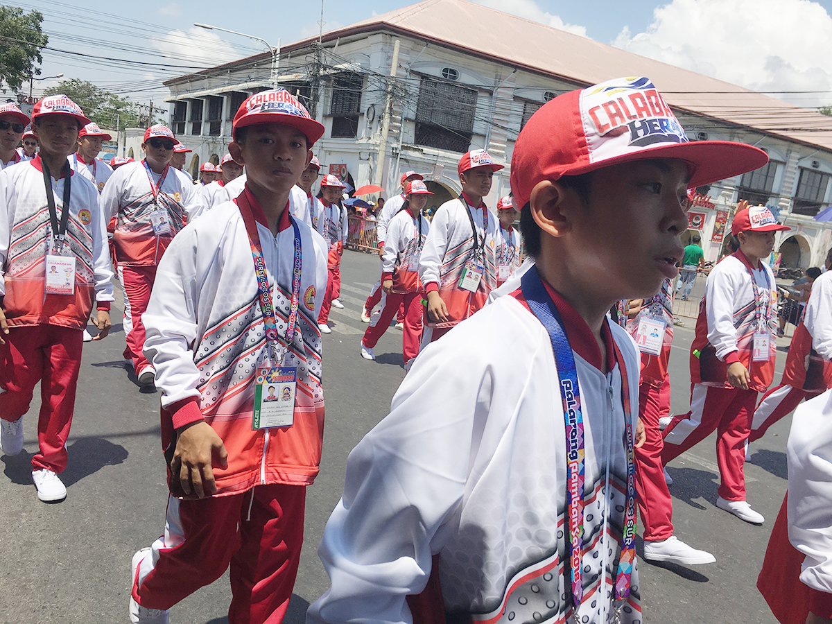 LOUD AND PROUD. Red and white are the team colors of Calabarzon