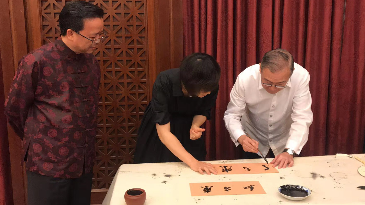 PARTY. Foreign Secretary Teodoro Locsin Jr starts the New Year in Chinese Ambassador to the Philippines Huang Xilian's home. Photo from Chinese embassy in Manila