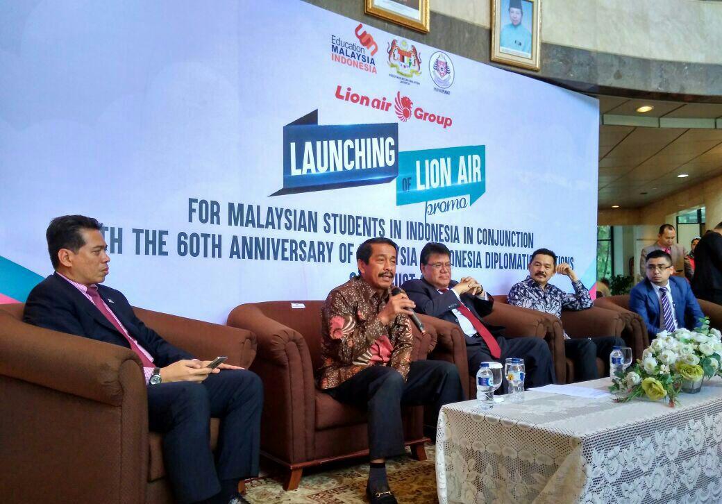 DISKON. Perusahaan Lion Air Group meluncurkan program pemberian diskon bagi pelajar Malaysia di Indonesia. Foto: Lion Air