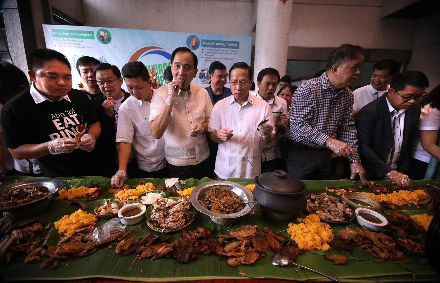 SAFE TO EAT. Agriculture Secretary William Dar and Health Secretary Francisco Duque III eat pork to assure the public that it is safe to eat and African swine fever cases are contained. Photo by Darren Langit/Rappler