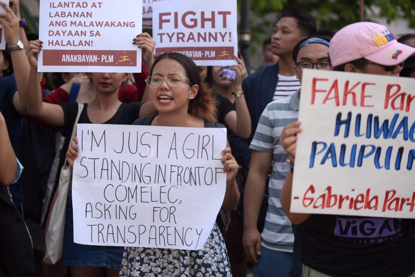 GLITCH. Women's rights group Gabriela says the 7-hour glitch that affected the transparency server raises question over the integrity of the election results.  Photo by LeAnne Jazul/Rappler